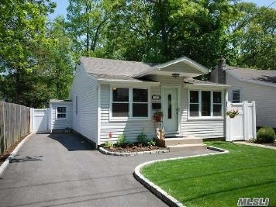 Lake Ronkonkoma Single Family Home For Sale: 143 Carroll Ave