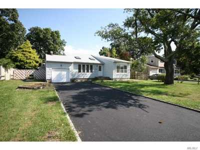 Bayport Single Family Home For Sale: 193 Connetquot Rd