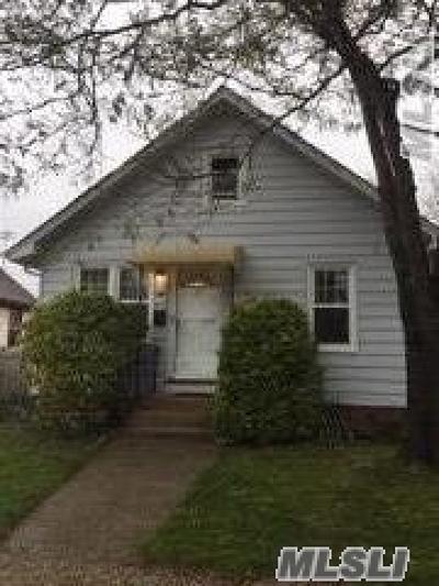 Freeport Single Family Home For Sale: 2 Harrison Ave