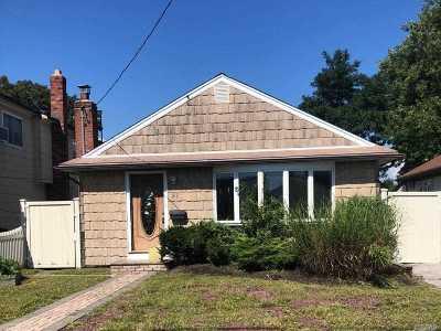 Amity Harbor NY Single Family Home For Sale: $219,900