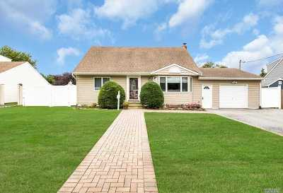 West Islip Single Family Home For Sale: 342 Carnation Rd