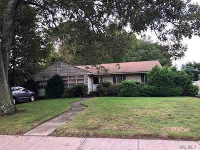 Patchogue Single Family Home For Sale: 77 E Roe Blvd