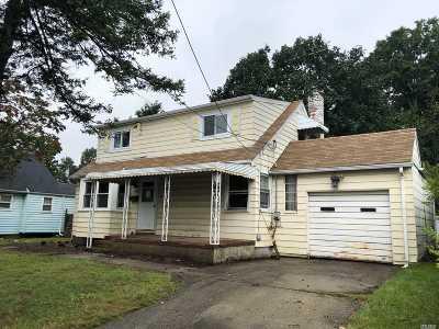 Garden City Single Family Home For Sale: 482 Terrace Ave
