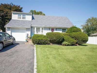 West Islip Single Family Home For Sale: 67 Roderick Rd