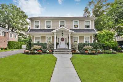 Garden City Single Family Home For Sale: 179 Euston Rd