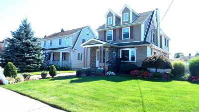 Bellmore Single Family Home For Sale: 207 Claxton Ave