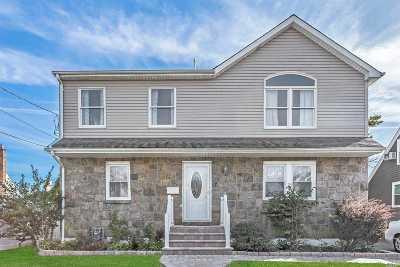 Merrick Single Family Home For Sale: 7 Farragut Rd