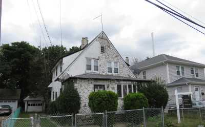 Hempstead Single Family Home For Sale: 8 Frazier St