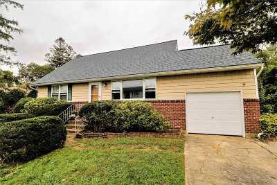 Lindenhurst Single Family Home For Sale: 128 Spruce St