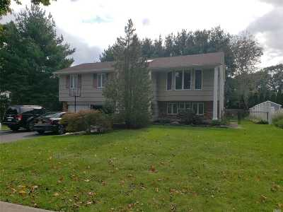 Hauppauge Single Family Home For Sale: 14 Stanley Pl