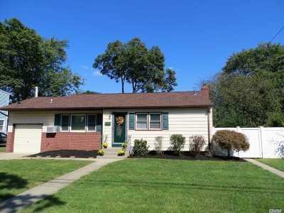 Lindenhurst Single Family Home For Sale: 512 N Greene Ave