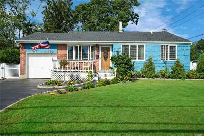 East Islip Single Family Home For Sale: 245 Timberpoint Rd