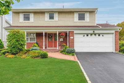 Locust Valley Single Family Home For Sale: 8 Allen Dr