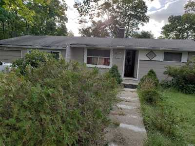 central Islip Single Family Home For Sale: 20 Marie Ln