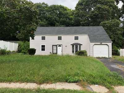central Islip Single Family Home For Sale: 16 Hillsite Ln