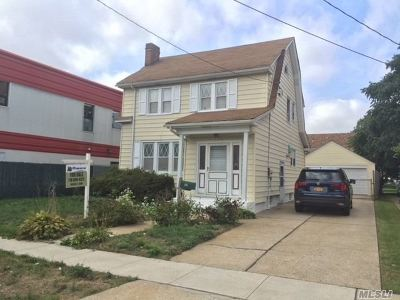 Hempstead Single Family Home For Sale: 150 Clermont Ave