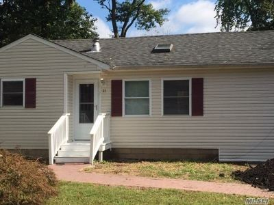 Middle Island Single Family Home For Sale: 31 White Oak St