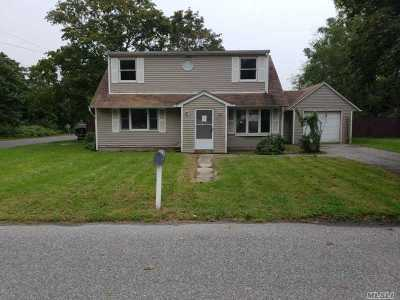 Patchogue Single Family Home For Sale: 190 Smith St