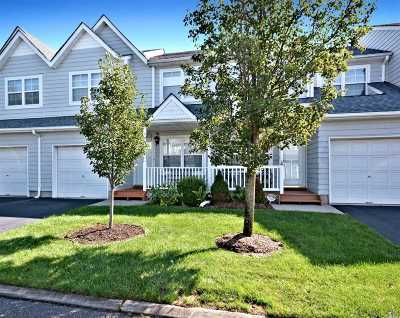 central Islip Condo/Townhouse For Sale: 68 Pleasantview Dr