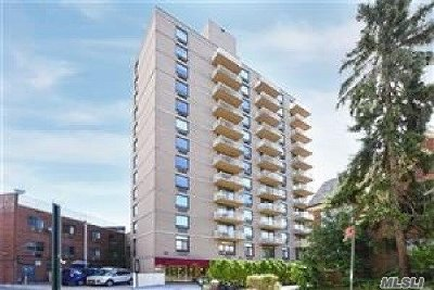 Kew Gardens, Richmond Hill Condo/Townhouse For Sale: 116-24 Grosvenor Ln #9A