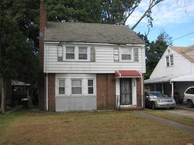 Hempstead Single Family Home For Sale: 208 Ingraham Blvd