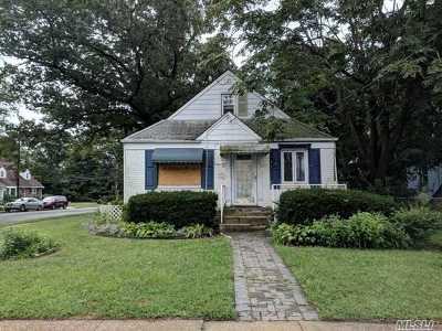Hempstead Single Family Home For Sale: 184 Alabama Ave
