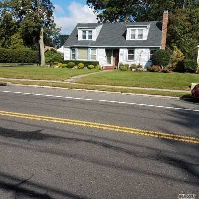 Patchogue Single Family Home For Sale: 111 E Roe Blvd