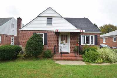 New Hyde Park Single Family Home For Sale: 1547 New Hyde Park Dr