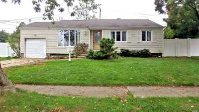 Brentwood Single Family Home For Sale: 107 Thomas St