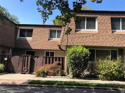 central Islip Condo/Townhouse For Sale: 322 Feller Dr #322