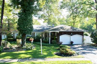 Sayville Single Family Home For Sale: 437 Astor Dr