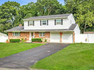 Lake Ronkonkoma Single Family Home For Sale: 45 Clinton Ave