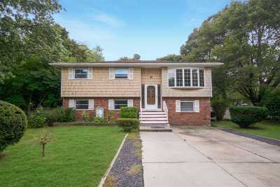 Bay Shore Single Family Home For Sale: 32 New Hampshire Ave
