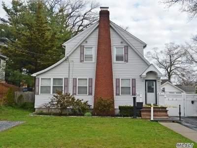 Bellmore Single Family Home For Sale: 220 Oak St