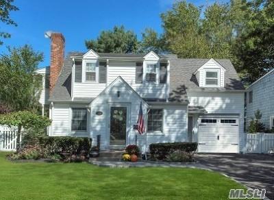 Merrick Single Family Home For Sale: 120 Webster St
