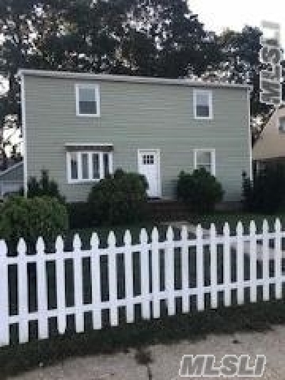 Hempstead Single Family Home For Sale: 71 Circle Dr