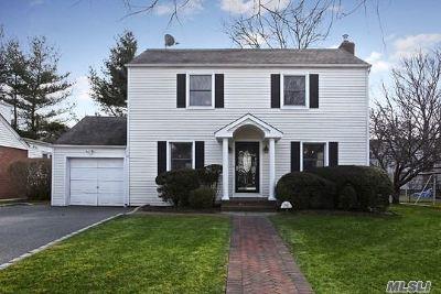 Garden City Single Family Home For Sale: 142 Pine St