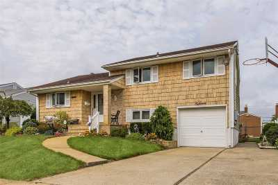 Massapequa Single Family Home For Sale: 18 Jomarr Pl