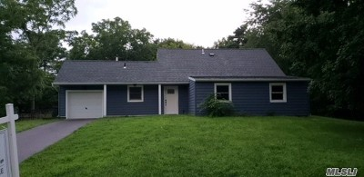 Medford Single Family Home For Sale: 36 Crooked Pine Dr