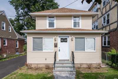 Hempstead Single Family Home For Sale: 29 Sammis Pl