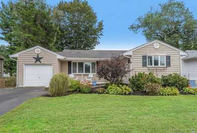 Huntington Single Family Home For Sale: 17 Nimitz St