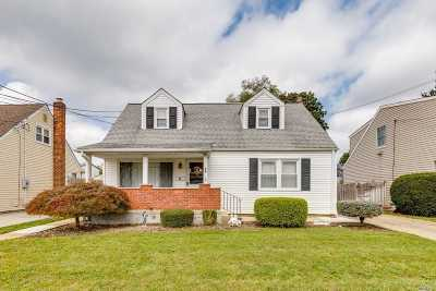 Plainview Single Family Home For Sale: 64 Virginia Ave