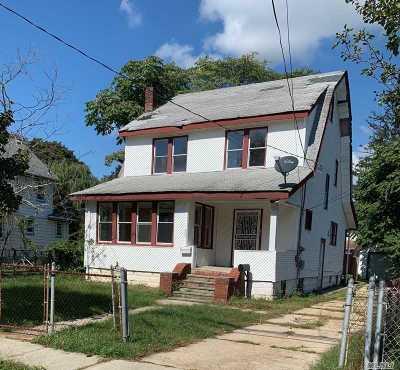 Freeport Single Family Home For Sale: 127 Lillian Ave