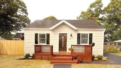 East Islip Single Family Home For Sale: 21 Beecher Ave