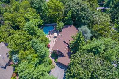 Smithtown Single Family Home For Sale: 25 Wandering Way