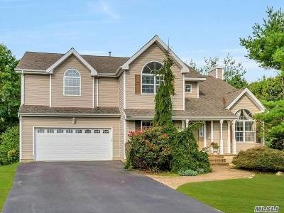 Commack Single Family Home For Sale: 8 Munsee Way