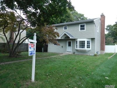 Copiague Single Family Home For Sale: 125 Cortland St
