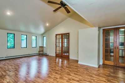 Levittown Single Family Home For Sale: 80 Constellation