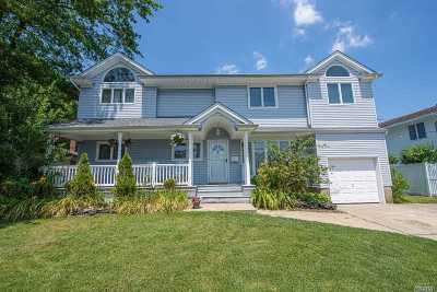 Massapequa Single Family Home For Sale: 39 Cabot Rd