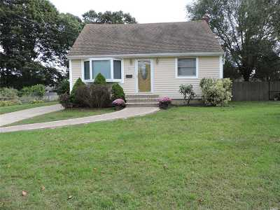 East Islip Single Family Home For Sale: 76 E Adams St